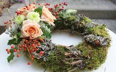 wianki na wszystkich świętych - Szukaj w Google Grapevine Wreath, Grape Vines, Funeral, Floral Wreath, Wreaths, Decor, Google, All Saints Day, Grief