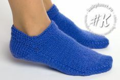 Следки на двух спицах без шва для начинающих Knit Shoes, Crochet Shoes, Knit Crochet, Knitting Socks, Knitting Stitches, Baby Knitting, Knitting Designs, Knitting Patterns Free, Diy Crafts Knitting