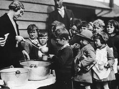 • There was no Social Security (Welfare) or unemployment pay in America at this time. The unemployed often went hungry. The only way they could get money was to borrow from friends or relatives. They were forced to buy cheap food, scavenge or beg for food. In some of the worst hit areas people were starving to death on the streets.