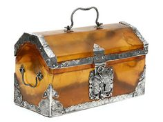 "Small chest Turtle ""blonde"" and silver Índia, Gujarat;  16th / 17th century Dim.: 11,5 x 19,8 x 9,0 cm"