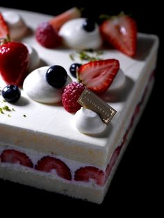 Introducing « Antoinette Pâtisserie » in Singapore | Macarons et Beautiful cakes