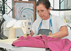 Costureiras de vestidos no Brasil