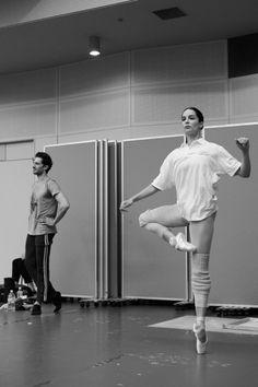 Paris Opera Ballet artists rehearse for Etoiles Gala Japan 2016 Photo © Yumiko Inoue Dance It Out, Just Dance, Ballet Class, Ballet Dancers, Paris Opera Ballet, Dance Movement, Provocateur, Ballet Fashion, Dance Poses