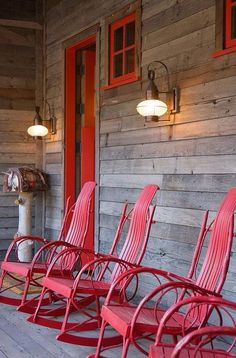 These rockers are fantastic!! My fave color....RED!!! Plus, that gorgeous, cabin porch ❤️❤️❤️ http://homeadore.com