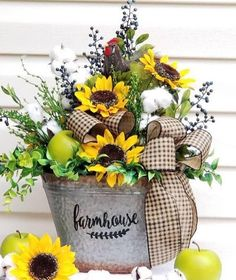 Take a look at tutored country home decor diy Sunflower Arrangements, Fall Floral Arrangements, Beautiful Flower Arrangements, Beautiful Flowers, Artificial Floral Arrangements, Sunflower Kitchen Decor, Fall Flowers, Flowers Garden, Yellow Flowers