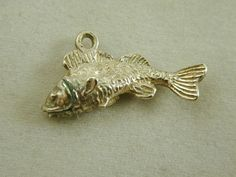 VINTAGE STERLING SILVER FISH CHARM 1.98 GRAMS
