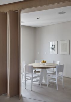 Madeira para aquecer o lar. Veja: http://casadevalentina.com.br/projetos/detalhes/madeira-para-aquecer-o-lar-669 #decor #decoracao #interior #design #casa #home #house #idea #ideia #detalhes #details #style #estilo #casadevalentina #wood #madeira #diningroom #saladejantar