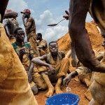 Los mineros que extraen los minerales que utilizan tus gadgets (IMÁGENES)