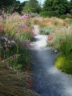 http://paisleyavenue.com/wp-content/uploads/2014/03/Aspects-of-Garden-House-7.jpg