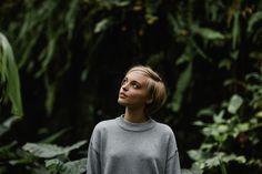 nature portrait fashion editorial woman beauty greenhouse tropenhaus gewächshaus lookslikefilm feature