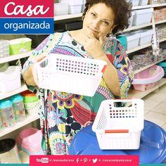 Pequenas cestas podem organizar a nossa bagunça diária, como por exemplo no armário da pia do banheiro, na gaveta, nos armários de quartos, cozinhas ou escritórios... Organizar é ganhar tempo, tendo tudo ao alcance das mãos e facilitando nossas tarefas. A Casa, tem os melhores produtos pra aquela arrumaçãozinha básica... espia ae, com aquele abraço da equipe Casa Company! Bjkas! http://www.facebook.com/casacompanycasa