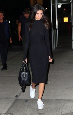 Ideas party look fashion kendall jenner Kendall Jenner Outfits Casual, Kendall Jenner Style, Kylie Jenner, Kendall Jenner Adidas, Mode Outfits, Dress Outfits, Fashion Outfits, Sneakers Fashion, Fashion Clothes