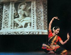 Sujata Mohapatra Classic dance relationships to classic India sculpture.