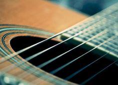 """Instrumentistas revisitam grandes nomes da canção popular pelo projeto """"Música ao Cair da Tarde"""". As apresentações ocorrem no Sesc Santo Amaro, sempre às sextas-feiras, às 18h, com entrada Catraca Livre."""
