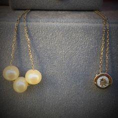 Colgante en oro de ley con tres perlas cultivadas y colgante en oro de ley con chatón de circonita para el Dia de la Madre