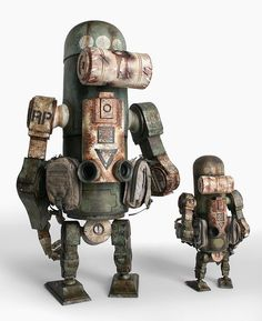 Ashley Wood's World War Robot Toys by ThreeA, shots of the WWR and WWRp JEA Marine MK3 Berties and the Marine JEA Mk2 Bertie.