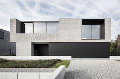 beton in gevel is tof materiaal. in deze uitvoering geeft het mij wel een te klinisch, onpersoonlijk gevoel Francisca Hautekeete - architect Gent - H - Drongen - huis