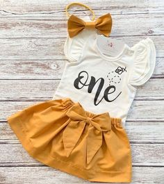 Happy Bee Day 1st Birthday Outfit Girl, 1st Birthday Party For Girls, Girl Birthday Themes, Birthday Party Outfits, Birthday Ideas, Birthday Photos, Winter Birthday, Baby's First Birthday, Birthday Cakes