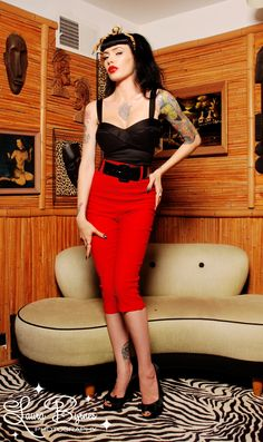 Love the pin up girl look.not sure I can pull it off.An online store devoted to that type of style Vintage Inspired Fashion, Vintage Inspired Dresses, Retro Fashion, Vintage Fashion, Vintage Beauty, Style Fashion, Pin Up Outfits, Retro Outfits, Vintage Outfits