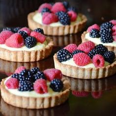 La Madeleine Fruit Tart // Almond Tart Crust la madeleine's famous copycat recipe for the best almond tart shell filled with homemade pastry cream and fresh berries Mini Desserts, Just Desserts, Delicious Desserts, Yummy Food, Oreo Desserts, Health Desserts, Plated Desserts, Tart Recipes, Sweet Recipes