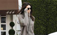 Ona je neizostavni komad garderobe tokom hladnijih dana te nikada ne izlazi iz mode. Uz ovaj komad garderobe biće vam toplo, udobno, a izgledaćete i veoma moderno. I, nema bojazni da ona izgleda &#…