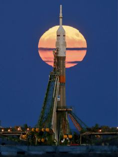 The Super Moon rises behind the MS-03 and Soyuz launcher installed on the shooting 1/5 from the Russian Baikonur cosmodrome in Kazakhstan Monday, November 14, 2016. The start of the new Soyuz mission is scheduled for Friday November 18, local time: the Russian rocket will carry a new crew (french astronaut Thomas Pesquet Oleg Novitsky Russian cosmonaut and US astronaut Peggy Annette Whitson) to the international Space Station (ISS).  © Dmitry Lovetsky / AP / SIPA
