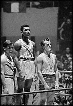 58 Years Ago - Cassius Clay – 18 Year Old Muhammad Ali Wins Rome Olympics 1960 Mohamed Ali, Magnum Photos, Muhammad Ali Boxing, Paris Tour, Boxing History, Boxing Champions, Black History Facts, Iconic Photos, Combat Sport