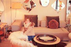 Viens on découvre…#6 B.A.U – Poulette Magique Floor Chair, Flooring, Table, Pop, Furniture, Home Decor, Magic, Popular, Decoration Home