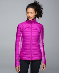 We designed this cozy run jacket to give us the warmth of a puffy without the fluff. 800-fill-power goose down helps us hold onto core heat, and vents in the torso and the arms let air out. Stretchy, sweat-wicking Rulu™ fabric side panels give us room to move in this slim-fitting layer.