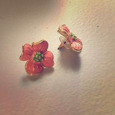 SALELilly Pulitzer earrings Pink and green Lilly Pulitzer flower earrings. Only worn a couple of times Lilly Pulitzer Jewelry Earrings