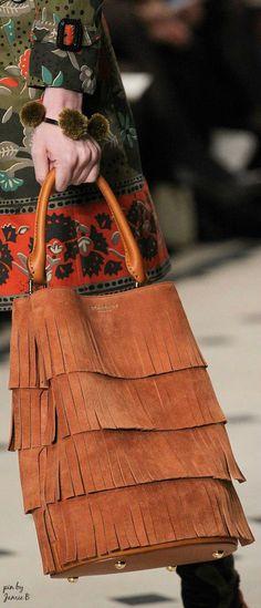 Burberry Prorsum Fall 2015 fringe bucket bag - surely expensive but oh I love fringe Burberry Prorsum, Burberry 2015, Fashion Bags, Fashion Accessories, Fashion Handbags, Fashion Models, Women's Fashion, Fringe Bags, Fringe Purse