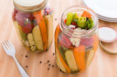 This Refrigerator Pickles recipe is quick and easy to do and it accommodates a variety of vegetables. Prep and eat these vegetable pickles in just a few hours.