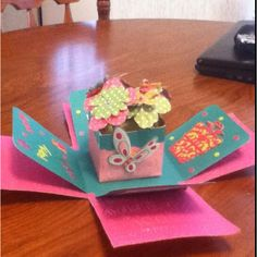 Exploding box card: flower bouquet