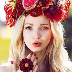 Have you been voting @dovecameron for #ChoiceComedyTVActress, #LivAndMaddie for #ChoiceComedyTVShow and #Descendants #WickedWorld for #ChoiceAnimatedTVShow at the @teenchoicefox? #Descendants #Descendants2 #DisneyDescendants #DoveCameron #DisneyChannel #Disney #TCA #TCAs #TeenChoiceAwards