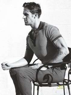 Ryan Gosling in GQ Magazine, January 2011 — Design Inspiration Ryan Reynolds, Dead Man's Bones, Bernardo Velasco, Ryan Gosling Style, Ryan Thomas, Eric Dane, Mos Def, Gq Magazine, Adrien Brody