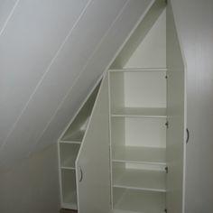 Fotoalbum - Kasten onder schuine wand Walk In Closet, Bathtub, Stairs, Cabin, Bathroom, Storage, House, Home Decor, Lifestyle