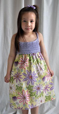 VENTA - ver banner de tienda para vestido detalles niña Floral con lavanda de ganchillo babero - tamaño 4-5 años de edad