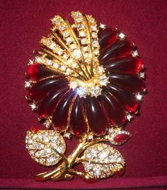 Camrose & Kross Jacqueline Kennedy Red Flower Brooch Jacqueline Kennedy Jewelry, Jaqueline Kennedy, Jackie Kennedy, Modern Jewelry, Fine Jewelry, Jewelry Box, Vintage Costume Jewelry, Vintage Costumes, Flower Brooch