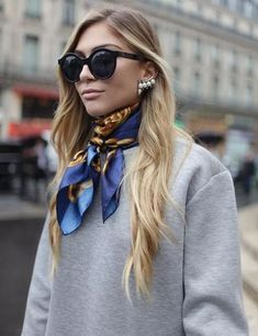 They Are Wearing: Paris Fashion Week Paris Fashion Week street style. Look Fashion, Fashion News, Autumn Fashion, Fashion Trends, Fashion Advice, Fashion Details, Fashion Women, Fashion Outfits, Fashion Week Paris