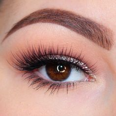 Pour the champagne! We're toasting to this gorgeous 'Champagne Glitter' look by Maggie McDonald using Makeup Geek's Beaches and Cream, Bling, Peach Smoothie, White Lies and Barcelona Beach eyeshadows.