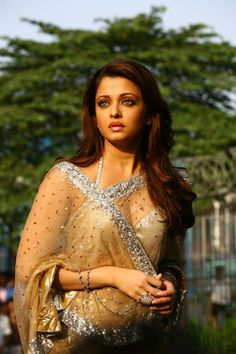 Miss World and Beautiful Actress Aishwarya Rai Bachchan Hot Still in a Transparent Saree Aishwarya Rai Photo, Actress Aishwarya Rai, Aishwarya Rai Bachchan, Bollywood Actress, Deepika Padukone, Bollywood Stars, Bollywood Fashion, Miss Mundo, Mangalore