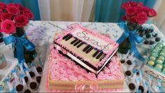 Bolo piano sobre flores 15 anos  #bolo #piano #flores #musica #flower #music