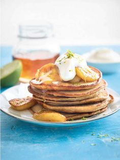 Easy protein-packed pancakes for a delicious post-workout breakfast or brunch (From the book: Leaner,Fitter, Stronger. Nutritious Breakfast, Breakfast Snacks, Breakfast On The Go, Breakfast Ideas, Three Ingredient Pancakes, Post Workout Breakfast, Caramelized Bananas, Bacon On The Grill, Homemade Muffins