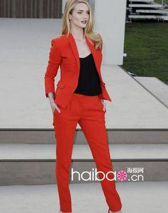 Imagem de http://i00.i.aliimg.com/wsphoto/v0/1165990362/-font-b-Women-b-font-Suits-2014-autumn-uniform-office-lady-Suit-new-European-style.jpg.