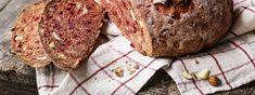 Randenbrot mit Magerquark und Nüssen - Rezept | Swissmilk Muffin, Bread, Breakfast, Food, Brown Bread, Morning Coffee, Muffins, Breads, Cupcake