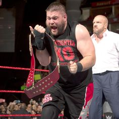 Kevin Owens gana el Campeonato Universal WWE: Raw, Ago. 29, 2016