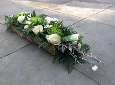 Like wood trough Rustic Flower Arrangements, Funeral Floral Arrangements, Tropical Floral Arrangements, Flower Centerpieces, Flower Decorations, Sola Wood Flowers, Rustic Flowers, Unique Flowers, Beautiful Flowers