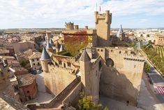 Castillo-Palacio de Olite (Navarra) | Sitios de España Ibiza, Fairytale Castle, Fortification, Medieval Castle, Countries Of The World, Paris Skyline, Scenery, Places To Visit, Around The Worlds