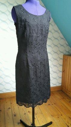 Robe noir brodé