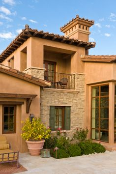 Mediterranean homes – Mediterranean Home Decor Tuscan Style Homes, Mediterranean Style Homes, Spanish Style Homes, Tuscan House, Spanish House, Tuscan Style Bedrooms, Exterior House Colors, Exterior Design, Exterior Paint